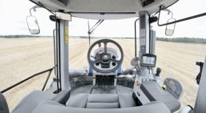 Трактор New Holland изнутри