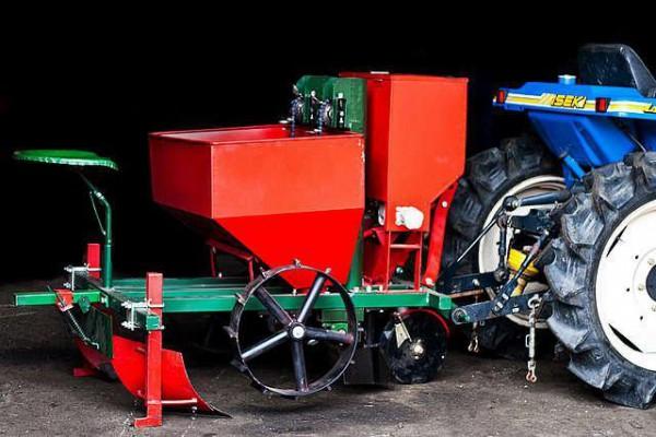 картофельная сажалка для мини-трактора