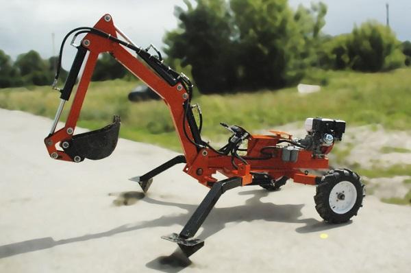 описание модели прицепного мини-экскаватора Digger-2500