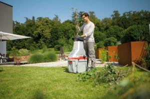 работа садового измельчителя