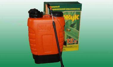 Садовые опрыскиватели «Жук» на 12 литров