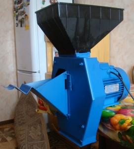 популярная зернодробилка Зубр 5