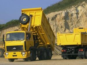 МАЗы-5516 в карьере