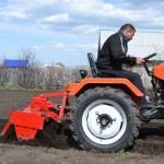 мини-трактор Уралец-220 для сельскохозяйственных работ с навесным оборудванием