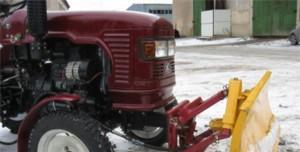 мини-трактор Уралец с отвалом для снега