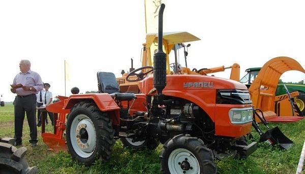 мини-трактор Уралец с разнообразным навесным оборудованием