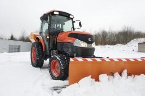 как трактор Кубота справляется с уборкой снега