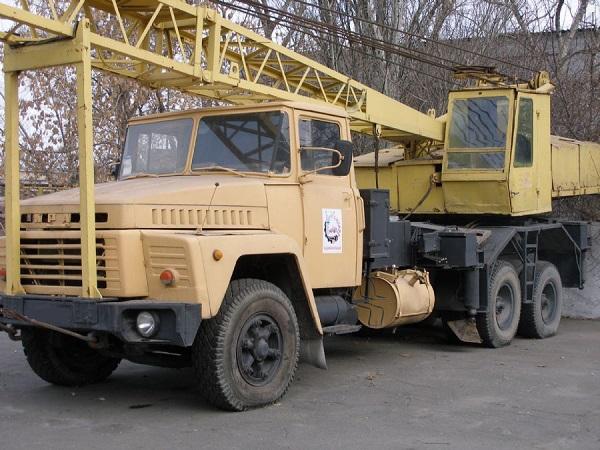автомобильный кран на шасси базовой машины КрАЗ-250