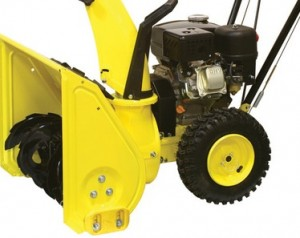 двигатель и бак для топлива снегоуборочной машины СНУБ — 6.5 60