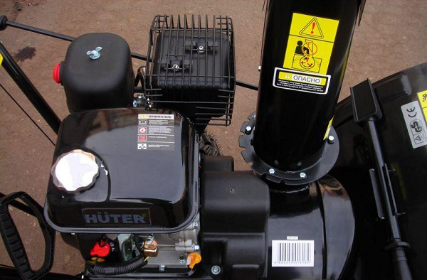 какие двигатели используют в снегоуборщиках Хутер