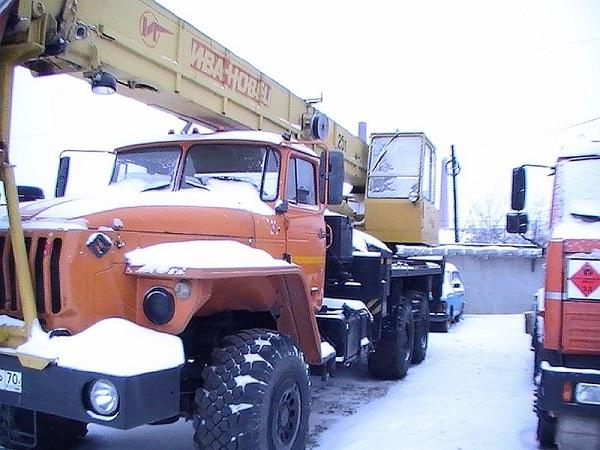 автомобильный кран Ивановец КС-45717-1, его описание и особенности
