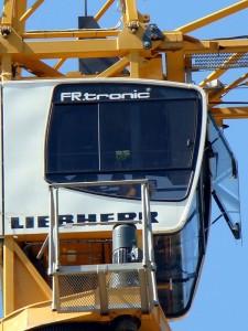 особенности устройства кабины башенного крана Либхер