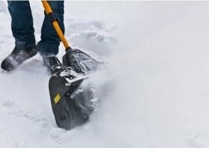 каким образом выбрасывается снег очистителем Стига 1131 е