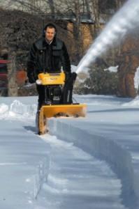 какие существуют нюансы в работе гусеничного снегоуборщика