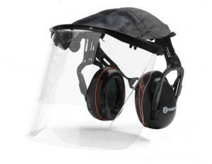 защитные наушники и маска для работы со снегоочистителем
