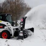 уборка снега с помощью мини-погрузчика Бобкэт С 175