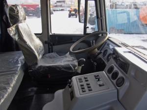 внутри кабины самосвала Урал-63685