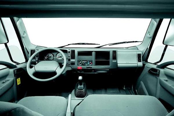салон грузовика Isuzu Elf 3.5