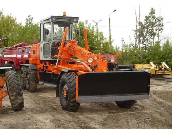 автогрейдер ГС-14.02, особенности эксплуатации коммунального транспорта