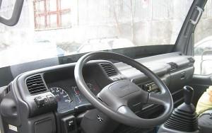 комфортабельная кабина Isuzu NQR75 с заводскими решениями