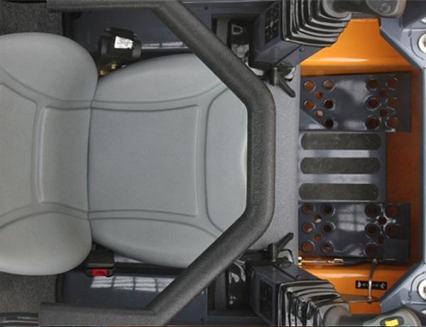 Основные характеристики кабины мини-погрузчика Мустанг