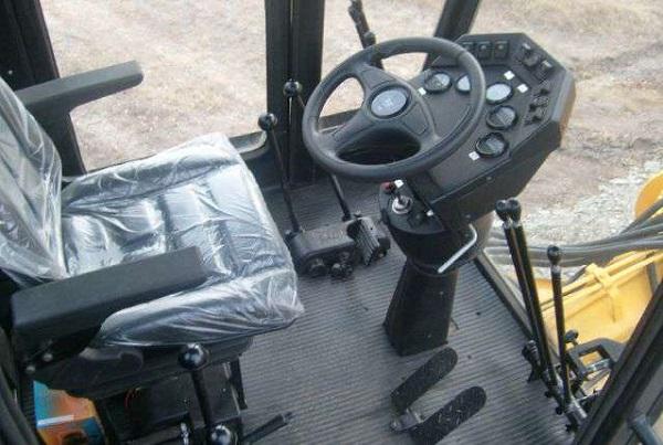 кабина грейдера ДЗ-98, особенности управления