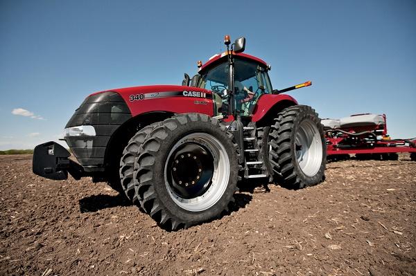 Работа на поле с использованием трактора Кейс Магнум 340