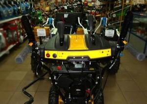 Удобное и довольно простое управление снегоуборщиком Champion ST656BS