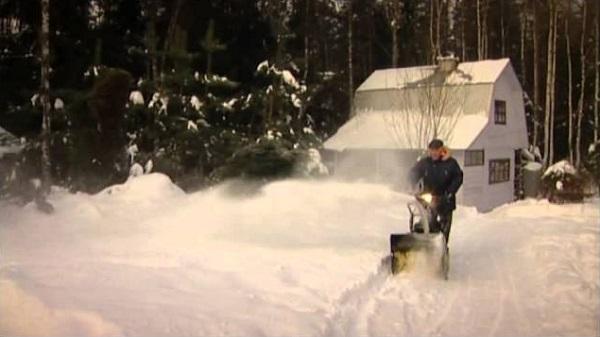 Работа снегоуборщика Champion ST556