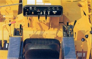 Особенности кресла оператора трубоукладчика комацу D155C-1